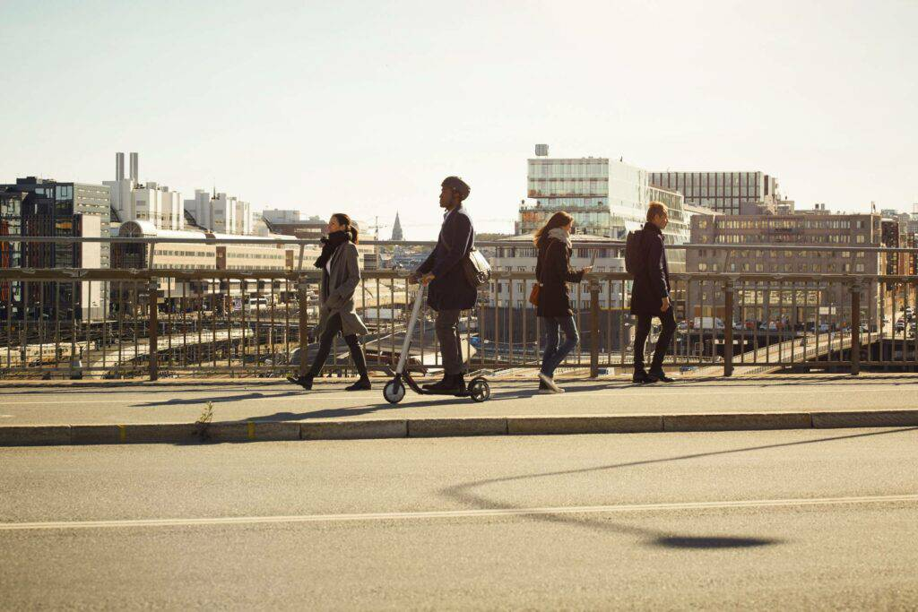 Millennials walking to work